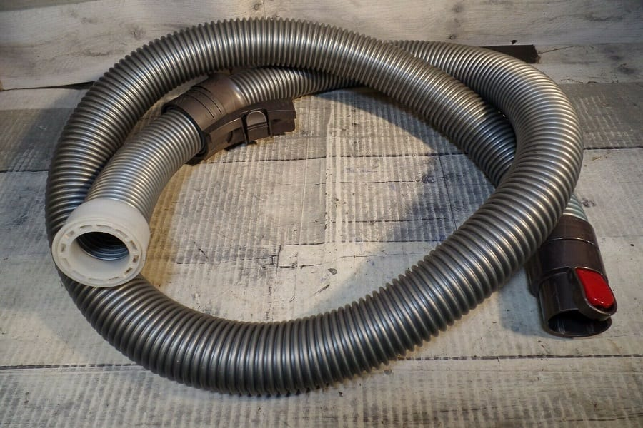 How to Properly Clean out a Vacuum Cleaner Hose